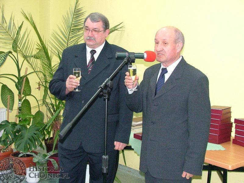 Obchody 100 - lecia Spółdzielni Mieszkaniowej. Byli prezesi - W. Odya i S. Lipiński.