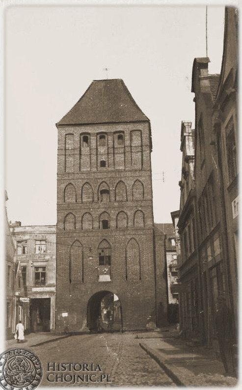 Brama Człuchowska. Widok z l. 30.