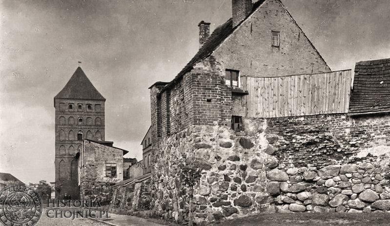 Zabudowa mieszkalna na murach obronnych. Ok 1934 r.