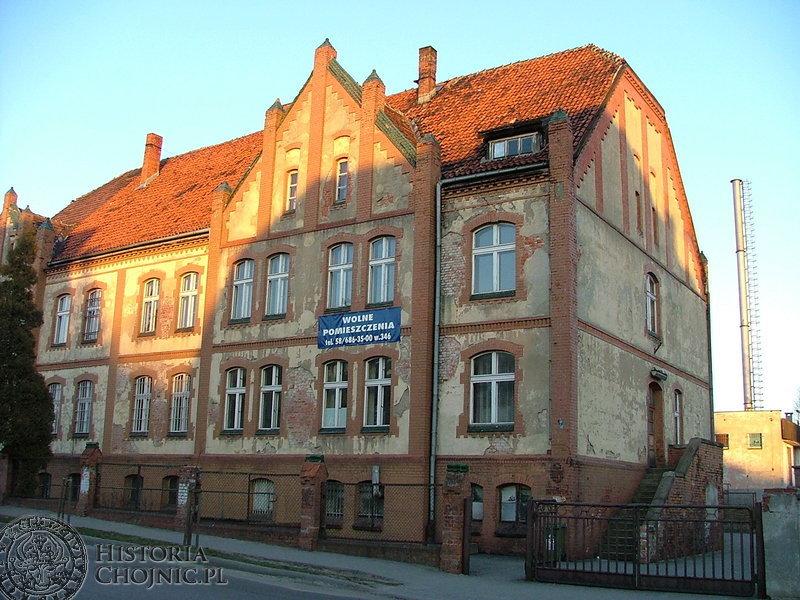 Władze miasta nosiły się z zamiarem powstania mieszkań komunalnych w dawnym budynku przychodni kolejowej.