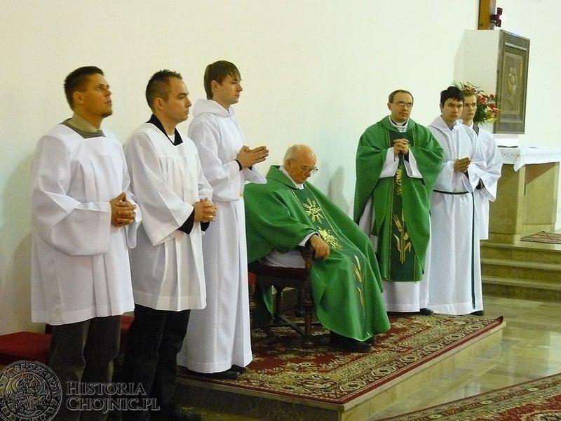 Na mocy dekretu biskupa pelplińskiego, 15 listopada 2011 r. odszedł na emeryturę twórca chojnickiej parafii MBKP ks. prałat Aleksander Kłos.