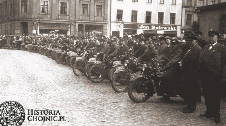Zlot cyklistów na rynku w Chojnicach. L. 30.