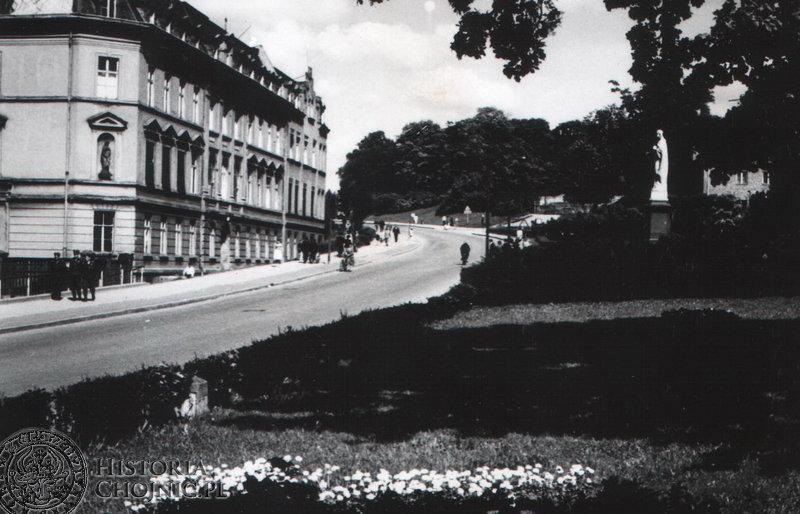 Plac Niepodległości z widokiem na Państwowy Dom Dziecka - Lata 60 - te.
