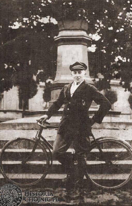 Przed pomnikiem (?) Chojnice 1926 r.