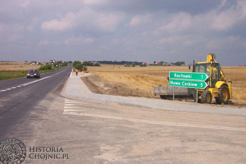Na drodze wojewódzkiej 240 na trasie Racławki – Granowo wybudowano  zatoczki autobusowe.