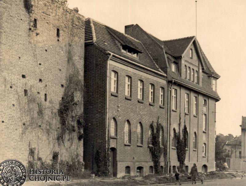 Baszta i budynek firmy Każmierskiego. Ok. 1940 r.