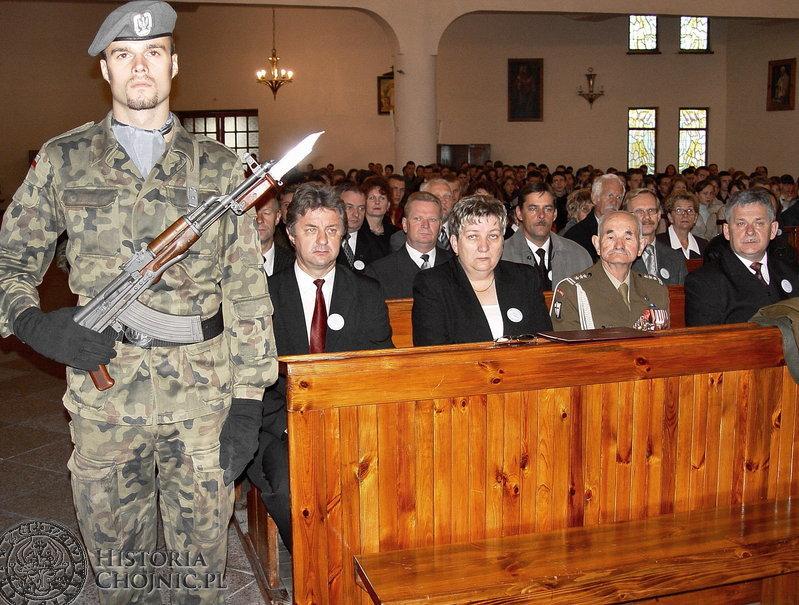 Na ceremonię nadania imienia II LO licznie przybyli mieszkańcy miasta, przedstawiciele władz samorządowych, kombatanci i uczniowie.