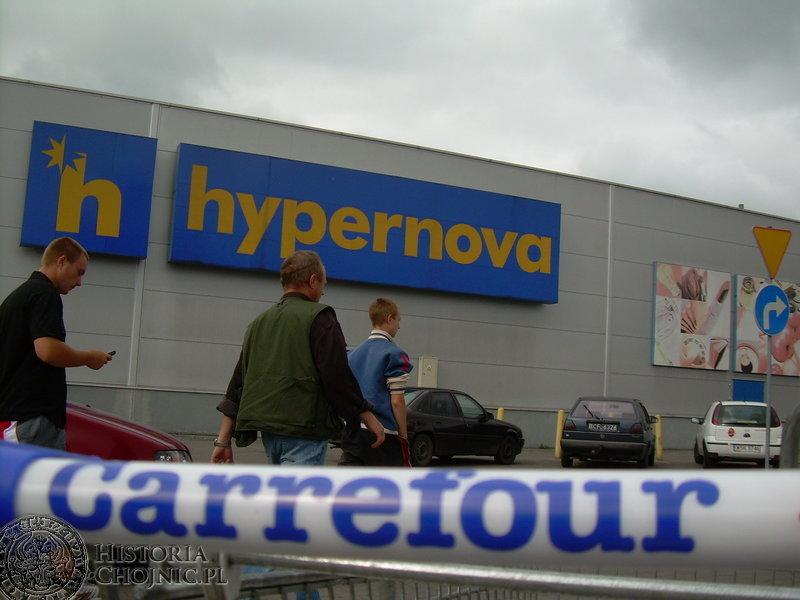 Dawni klienci Hypernovej musieli zmienić przyzwyczajenia – hipermarket przy ul. Gdańskiej działa pod szyldem Carrefour.