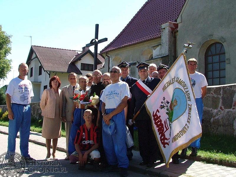 Na otwarcie wystawy 25 lecia Solidarności przybyli działacze oraz ks. prałat Henryk Cyrzan.