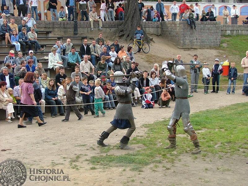 Chojniczanie chętnie podziwiali pokazy walk rycerskich.