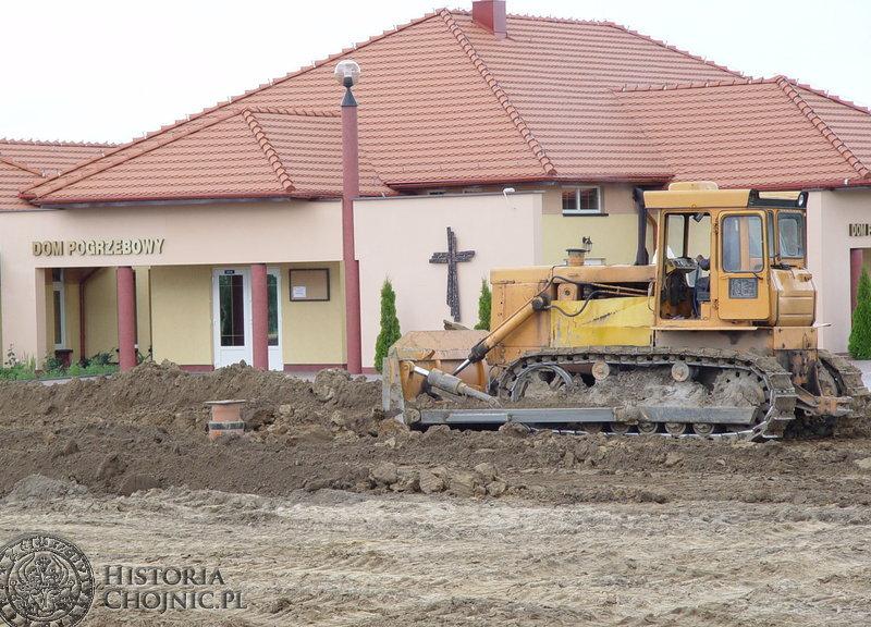Budowa nowego parkingu przy cmentarzu.