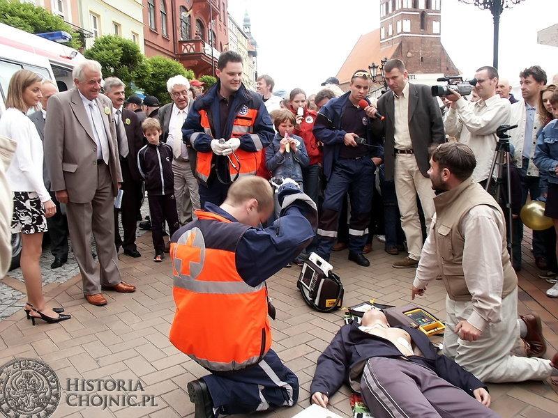 Akcję reanimacyjną w wykonaniu ratowników podczas kolejnego Forum dla Zdrowia obserwował prof. Religa.