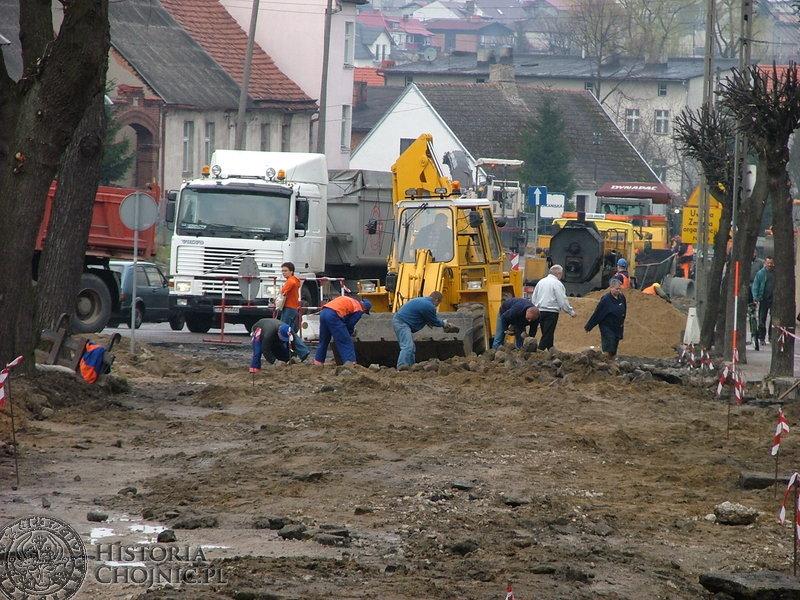 Na odcinku ulicy Strzeleckiej trwały prace rozbiórkowe. Po remoncie tą ulicą można wyjechać w stronę Charzyków.