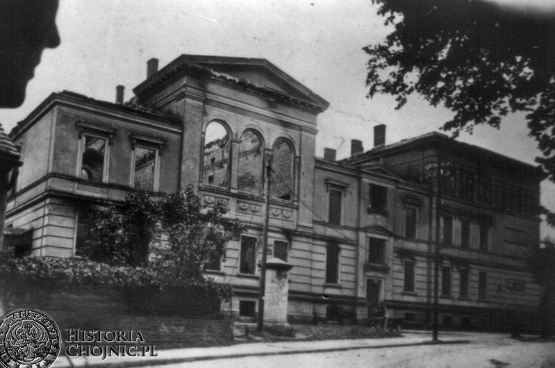 Wypalony gmach sądu. 1945 r.