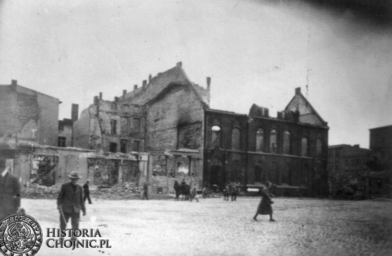 Wypalony gmach poczty. 1945 r.