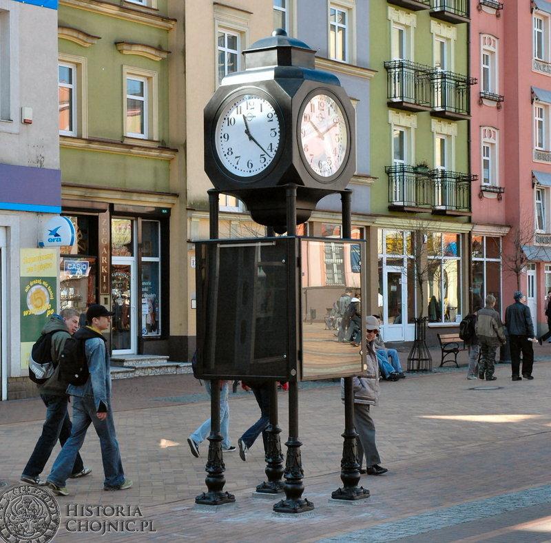 Zegar na rynku w Chojnicach