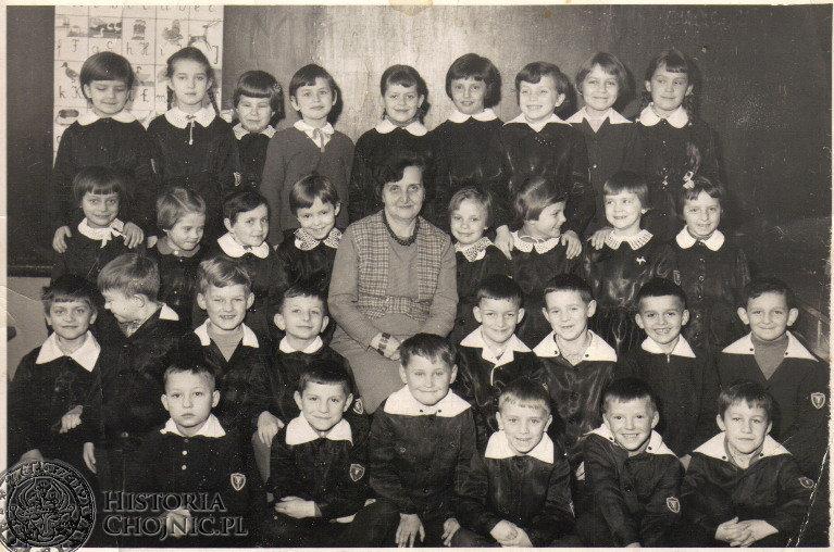 Zdjęcie z 1967, jest to klasa I a Szkoły Podstawowej nr 3 której wychowawcą była pani Lemańczyk. Ze zb. Grażyny S.