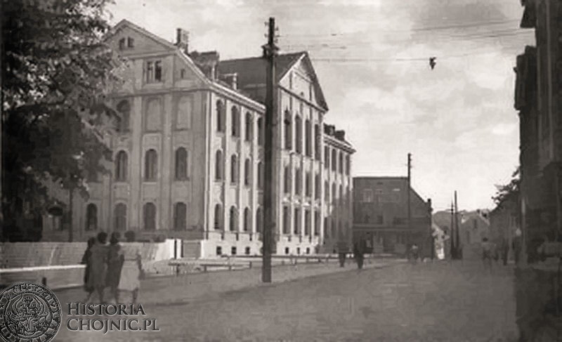 Widok na szkołę nr 1 tzw. białą. Ok. 1935 r.