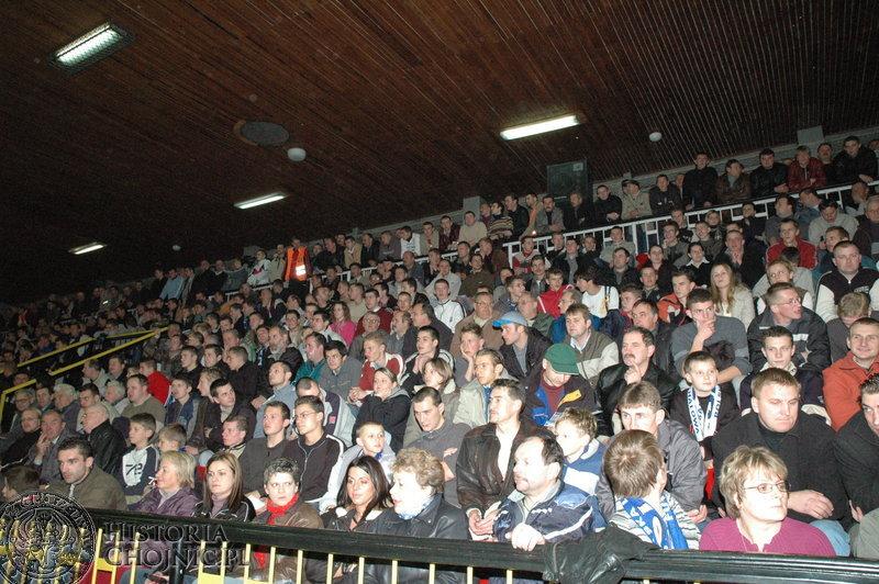Na mecze drużyny Holiday przychodziły tłumy kibiców.