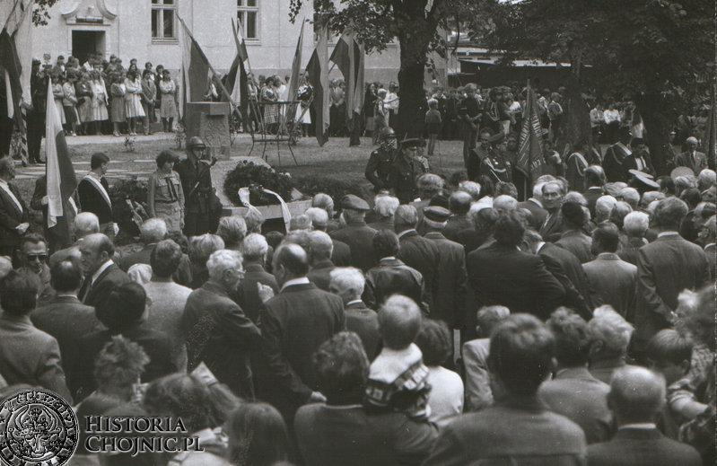 Odsłoniecie pomnika przy dawnych koszarach na ul. Świetopełka.