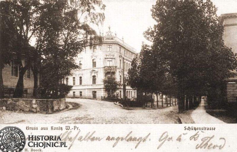 Skrzyżowanie uic Bytowskiej i Strzeleckiej. Widoczna kamienica uległa spaleniu w 1945 r.