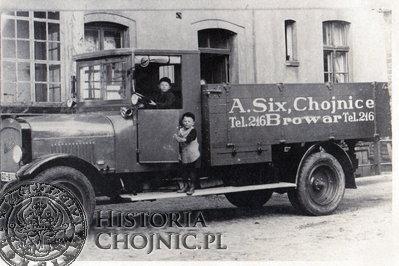 Samochód firmowy należący do browaru A. Six. Lata międzywojenne.