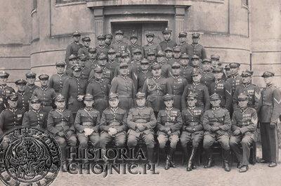Kadra oficerska i podoficerska  I Batalionu. L. 30.