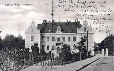 widokówka z ujęciem na budynek starostwa. Jeszcze bez północnego skrzydła, które dobudowano w 1914 r.