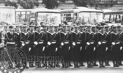 Odprawa wart na pl. Defilad w Warszawie. 9 maja 1978 r. (zdjęcie z archiwum Autora)