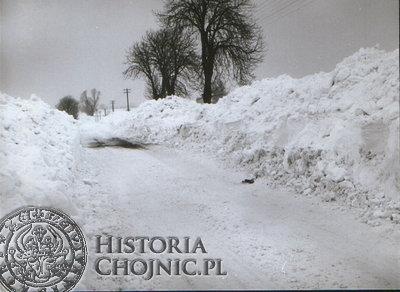Droga Chojnice - Chojniczki podczas tzw. Zimy Stulecia. Widok z 27.02.1979 r.