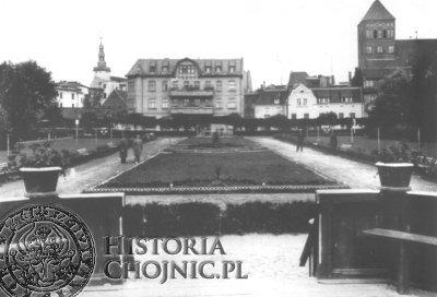 W miejscu osuszonego J. Zakonnego znajduje się obecnie Park Tysiąclecia. Widok z lat 30.